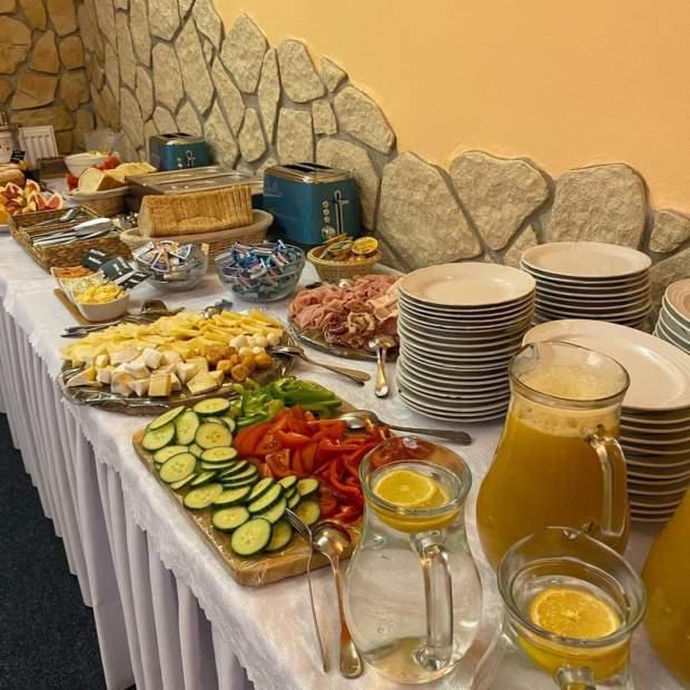 02: Snídaně pro hotelové hosty
